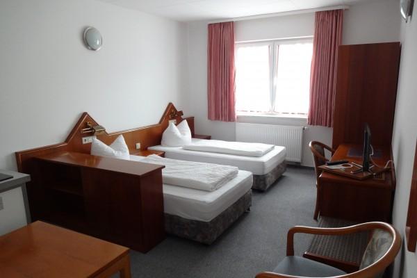 hotelzimmerC16F199A-647A-D972-9857-4B2B44CD837A.jpg